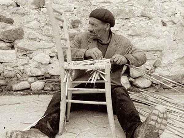 Παραδοσιακά επαγγέλματα ~ Καρεκλάς