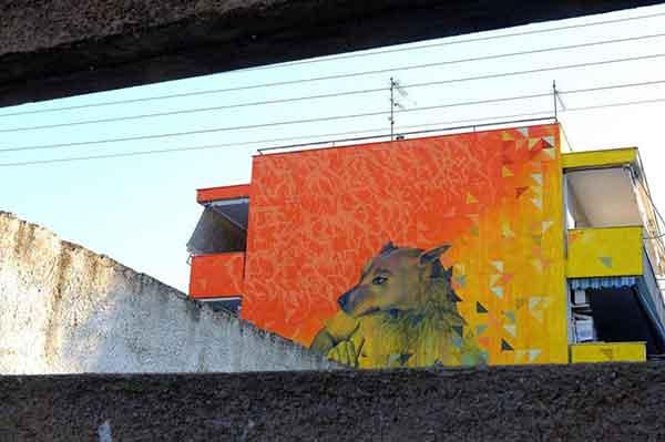 Μια μοναδική τοιχογραφία αφιερωμένη στα αδέσποτα ζώα, στο Βόλο