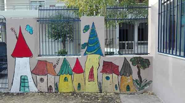 Η Γυμνάστρια Κατερίνα Ζαχροπούλου ζωγραφίζει σχολεία του Βόλου!