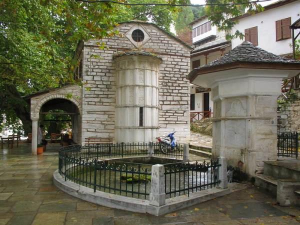 Ιερός Ναός Αγ.Ιωάννη Προδρόμου στην πλατεία της Μακρινίτσας,ένα πραγματικό στολίδι