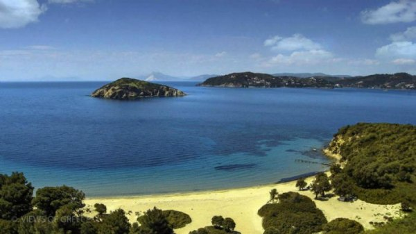 Το νησάκι που ήθελαν να αγοράσουν οι Beatles απέναντι από τη Σκιάθο