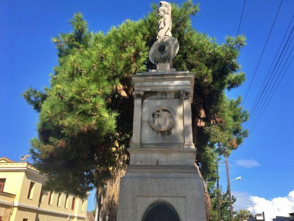 Ένα από τα «μυστικά» του Σιδηροδρομικού σταθμού Βόλου. Το άγαλμα της Αθηνάς